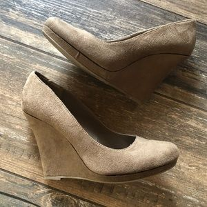 Delicious faux suede closed toe wedges size 8